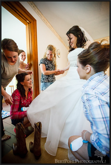 Jenny getting ready for her wedding near ogdensburg ny wedding photographer